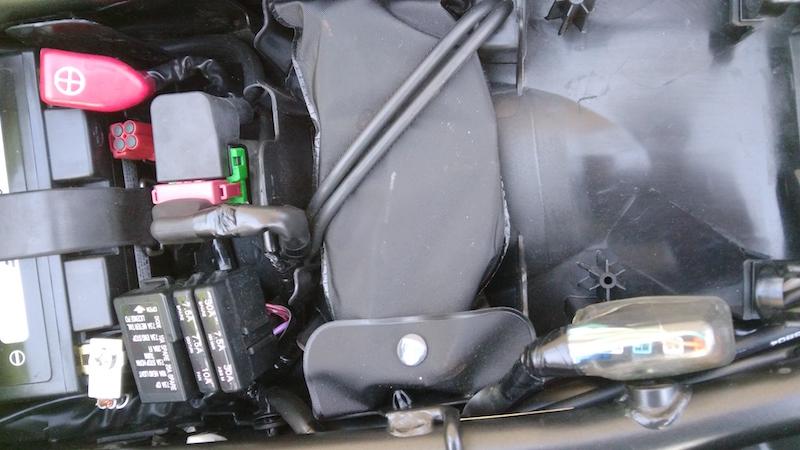 12_Honda_CB650F_Sous_selle_trousse_outils